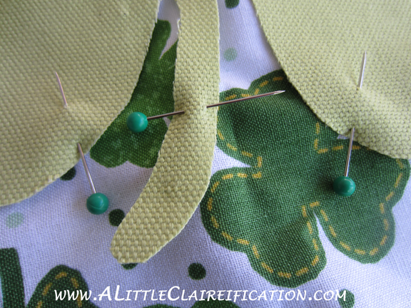 St. Patricks Day Crafts:  An Easy St. Patrick's Day Pillow Cover