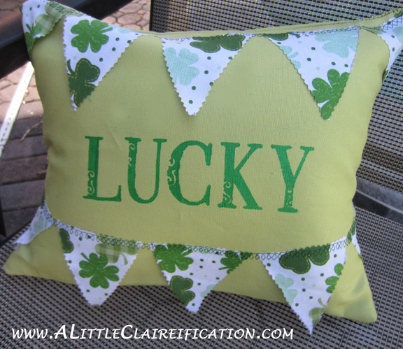 Pillow St. Patricks Day Pillow with ALittleClaireification.com #stpattysday #Shamrock #pillow #craft