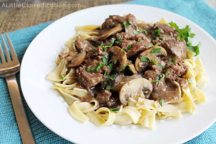 Easy Crockpot Beef Burgandy at ALittleClaireification.com #crockpot #recipes #slowcooker #beef