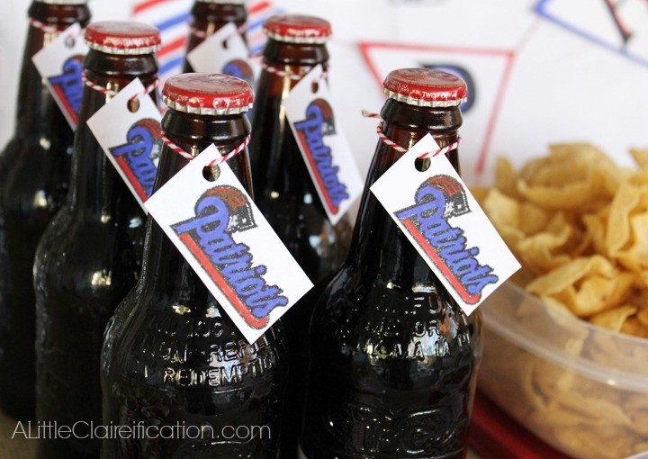 GameDay Bottle Tags - Superbowl Party Ideas with ALittleClaireification.com #RubbermaidSharpie #PMedia #Superbowl