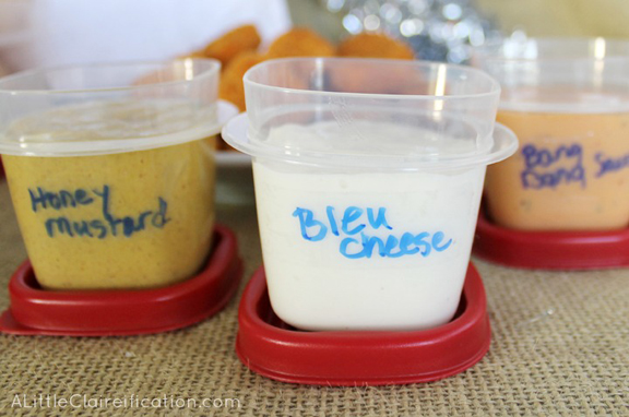 Quick & Easy Superbowl Party Ideas with ALittleClaireification.com #RubbermaidSharpie #PMedia #Superbowl