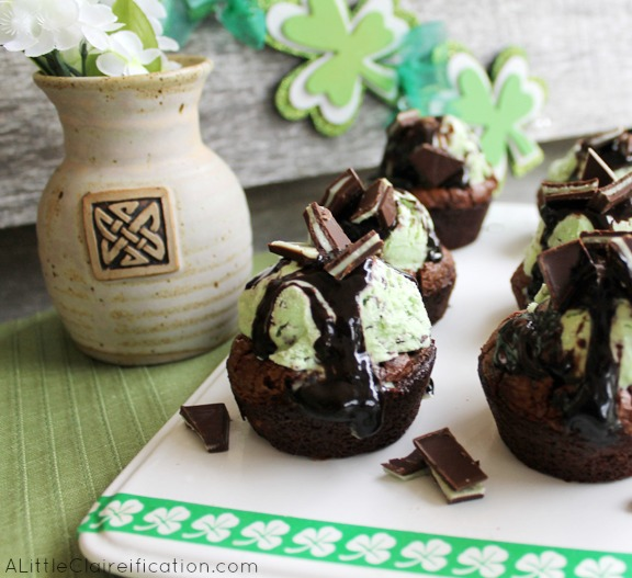 Grasshopper Brownie Cups - Mint Chocolate Goodness at ALittleClaireification.com #recipe #dessert #StPatricksDay