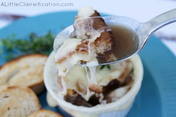 My favorite French Onion Soup ever - this is easy and SO delicious! at ALittleClaireification.com #recipe #sp #lifeingredients