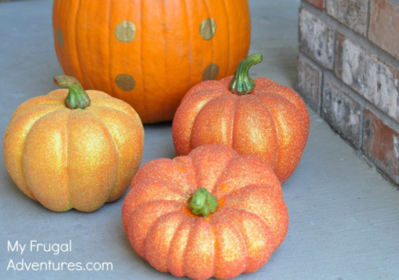 DIY Glitter Pumpkins - this is so easy and fun!!
