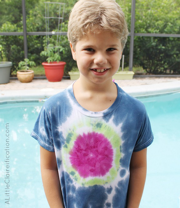 Tie Dye Your Summer - DIY Tie Dye Shirt at ALittleClaireification.com