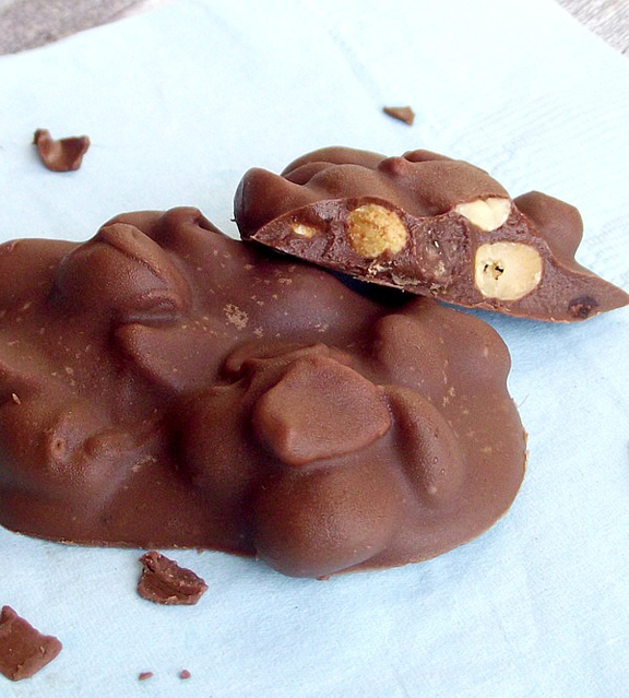 slow_cooker_peanut_clusters