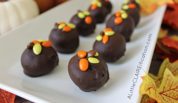 Pumpkin Spice Oreo Cookie Balls - easy Thanksgiving treats with only FOUR ingredients!
