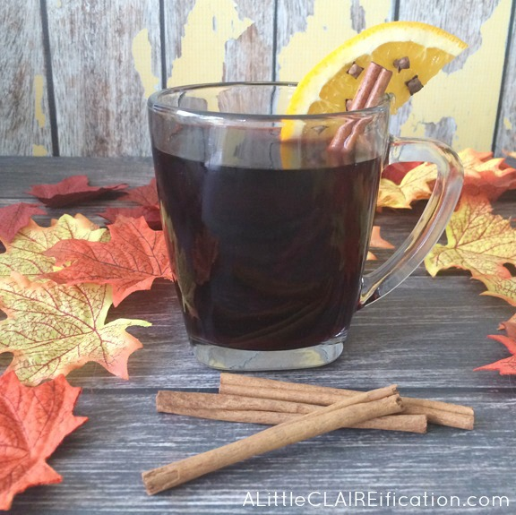 Skinny Thanksgiving Spice Mulled Wine - an easy recipe to brew on the stove stop or in the slow cooker!